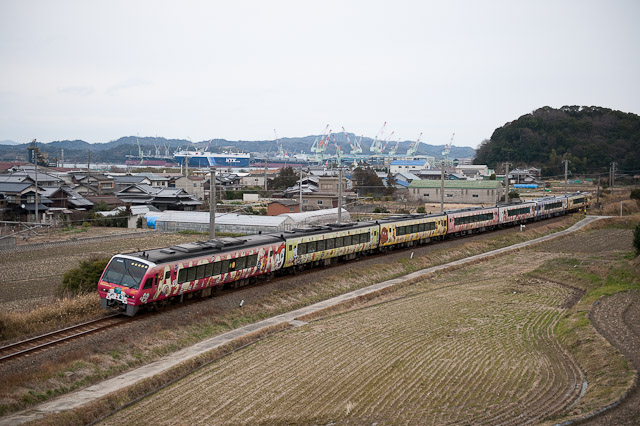 JR四国 予讃線 キハ2000 アンパンマン列車