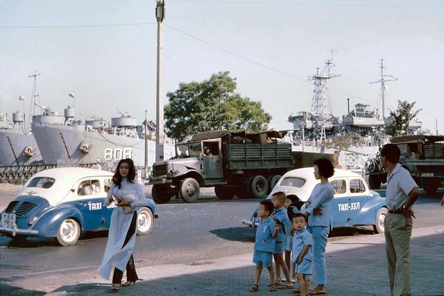 Saigon 1965 - Bến Bạch Đằng
