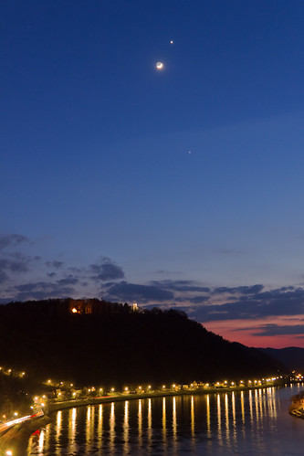 city sky moon clouds river linz twilight venus planet astronomy jupiter danube tamronspaf1750mmf28 canoneos550d vixenpolarie