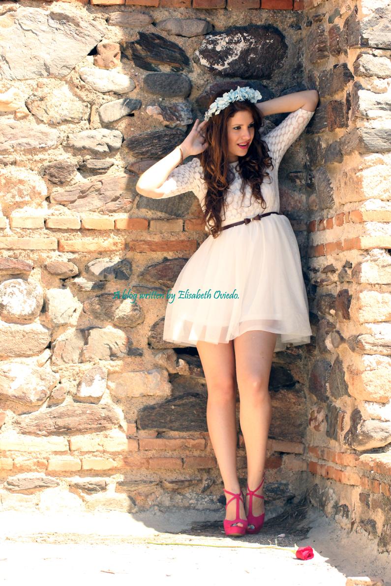 vestido-blanco-encajes-diadema-de-flores-tacones-rosas-MARYPAZ-Heelsandroses-(3)