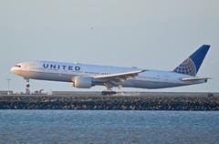 United Boeing 777 -222 N778UA DSC_0402 smokin lite