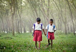Pulang Sekolah Bersama Sahabat