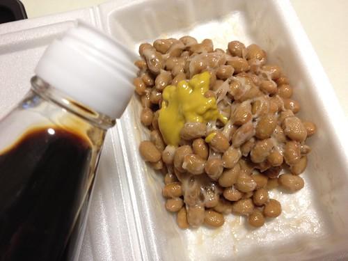 芝崎納豆に醤油
