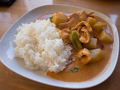 meat(0.0), produce(0.0), meal(1.0), stew(1.0), curry(1.0), steamed rice(1.0), vegetable(1.0), japanese curry(1.0), food(1.0), dish(1.0), cuisine(1.0),