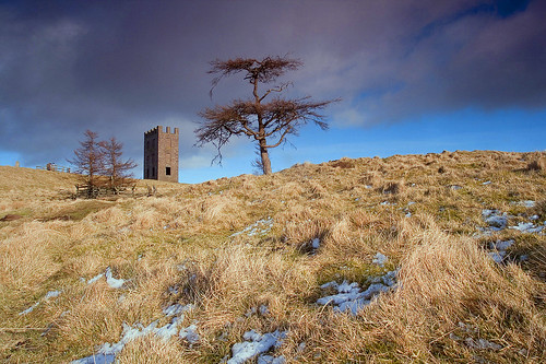 blue sky tree tower nature grass clouds walking landscape scotland frozen day cloudy angus outdoor hiking observatory unusual wilderness shape hillwalking kinpurneyhill canoneos400d pwwinter
