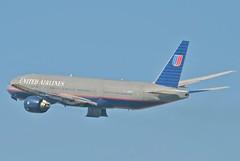 United Airlines Boeing 777-222ER; N227UA@LAX;11.10.2011/623im
