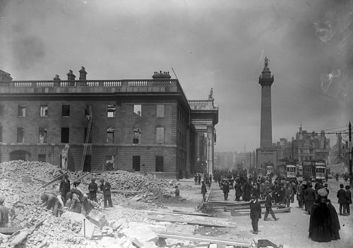 Les restes de la poste centrale rue Sackville (O'Connell Street) au lendemain de l'insurrection.