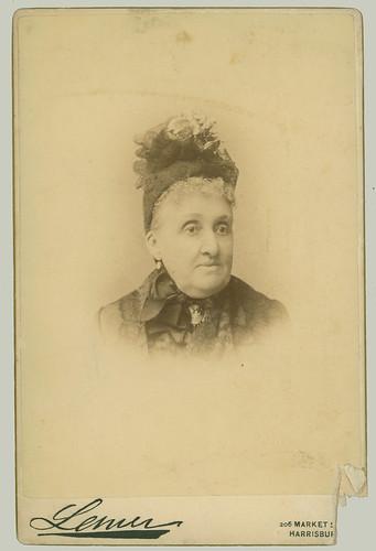Cabinet Card portrait of a woman