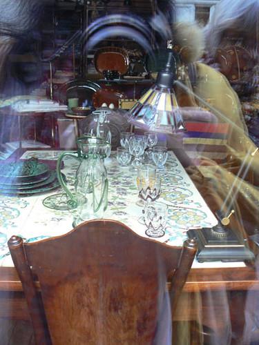 table en vitrine.jpg