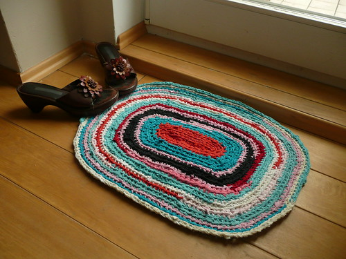Project make a rug out of old t shirts a canadian in berlin for How to make rugs out of old t shirts
