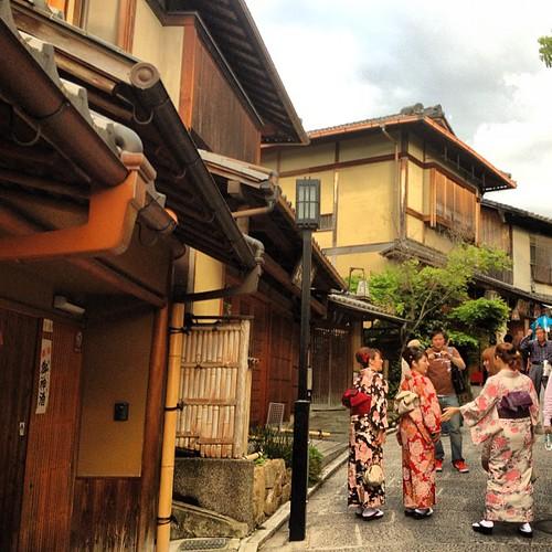 Subiendo a Kiyumizu-dera #kyoto #japan #japon