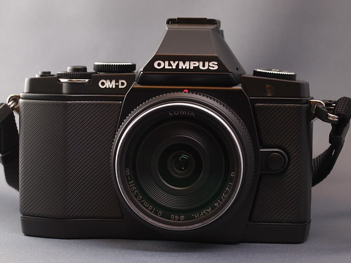 OLYMPUS OM-D E-M5 w/LUMIX G 14mm F2.5 Asph.