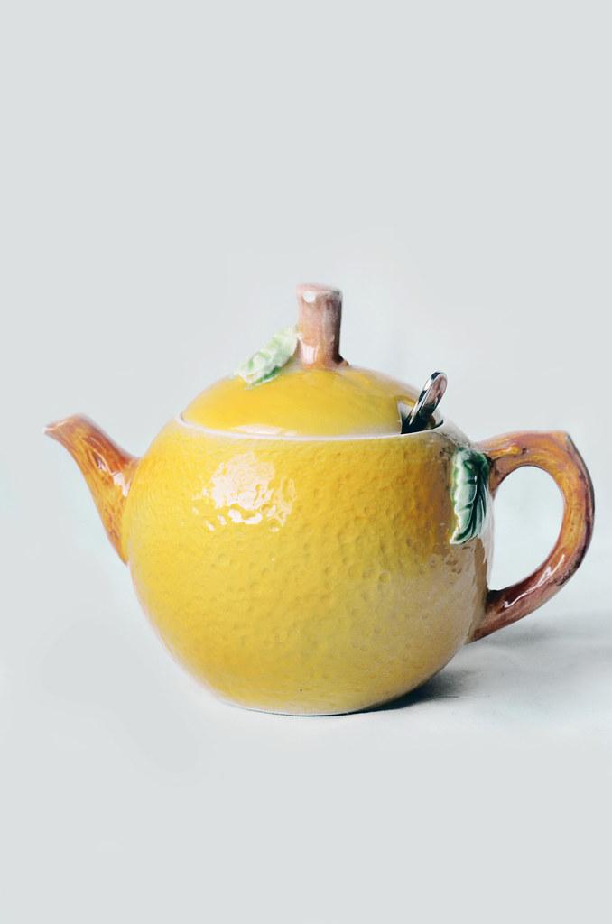 "Vintage ""Lemon"" TeapotHoney Pot"