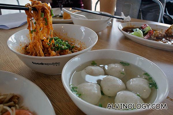 Li Xin Teochew Fishball Noodle - Mee Pok (dry)