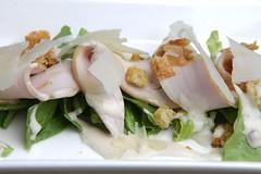 Pollo petto affumicato, lattuga, pane fritto, lamelle di pecorino, Cesar's salad souce