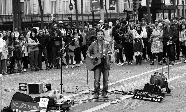 Chanteur des rues. Paris, juin 2016