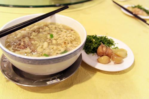 羊肉泡馍: Mutton Soup with crumbled Flatbread