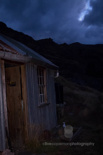 Bullendale hut in the evening