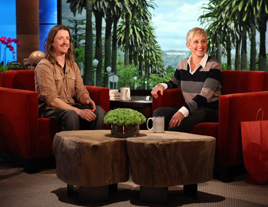 Para-alpine ski team member Josh Dueck appears on Ellen!