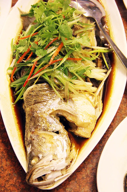 Pla Kahpung Neung See Ew (steamed sea bass in soy sauce ปลากะพงนึ่งซิอิ๋ว)