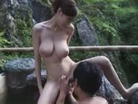 巨乳人妻露天風呂セックス