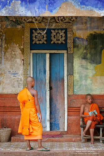 Monks near the Bakong Pagoda by aslakt