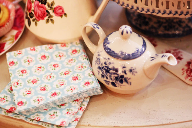 teapot and floral napkins