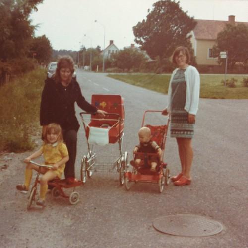 Kerstin, Lena, Maria, Matti, mamma 1974 i Öregrund