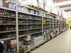 Un rayon Vodka classique dans un supermarché russe ! :D