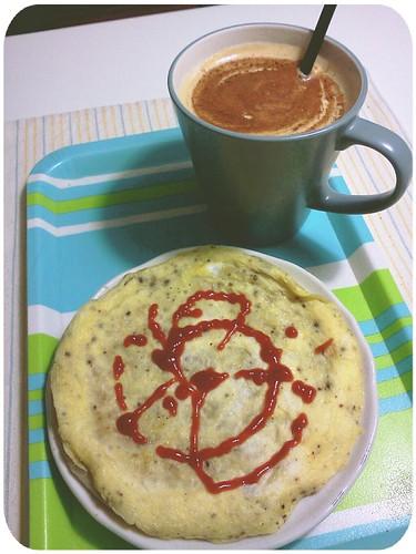 下午茶 ::: 蔥油餅加蛋(絕不會作做的用番茄醬擠什麼愛心,娘斃了)+熱拿鐵 by 南南風_e l a i n e