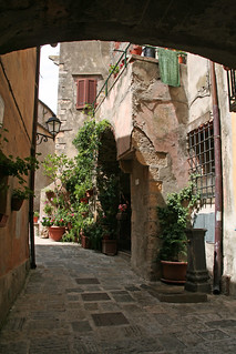 Strolling in the lanes of Capalbio
