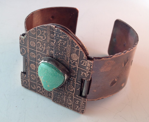 locket-cuff closed