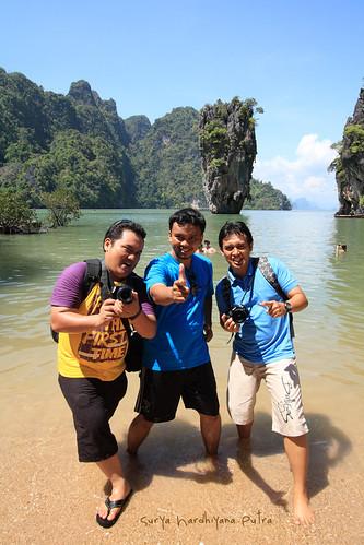 Saya, Aris dan Hikma di James Bond Island