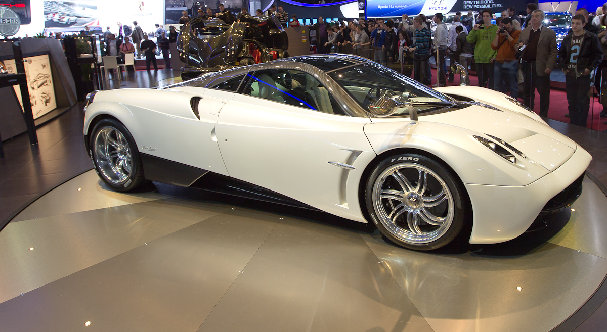 The Pagani Zonda is a midengined sports car built by the Italian manufacturer Pagani It debuted in 1999 and production ended in 2017 with the Zonda HP Barchetta