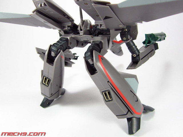 1/60 VF-11B by Yamato Toys Gerwalk Mode (arms out)