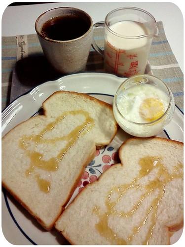 早餐 ::: 蜂蜜吐司+蛋+無糖豆漿+決明子茶 by 南南風_e l a i n e