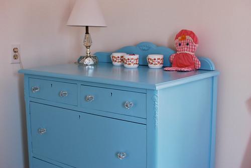 dresser2-0106