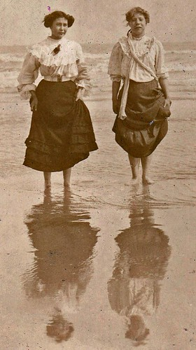 Paddling. Hastings. 1907.(enlarged detail)