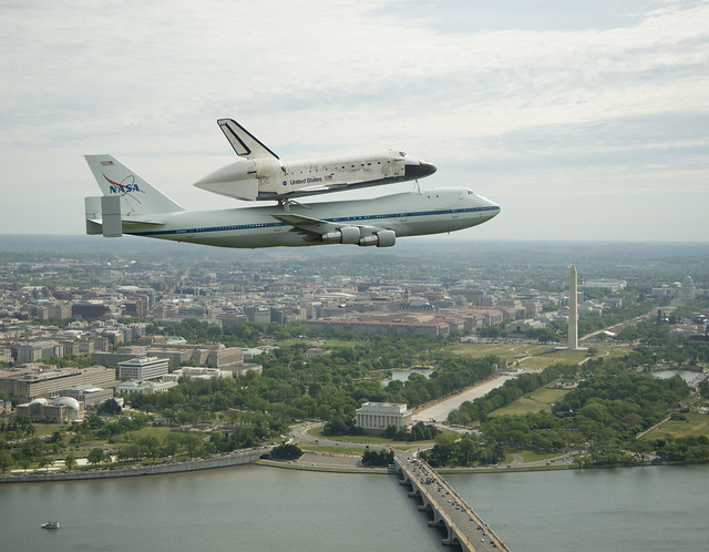 Space Shuttle Discovery DC Fly-Over (201204170012HQ ...