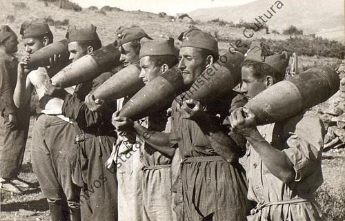 Soldados de artillería en el frente de Córdoba