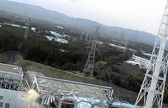 受損的福島核電廠,設於2011/3/17,版權不明。