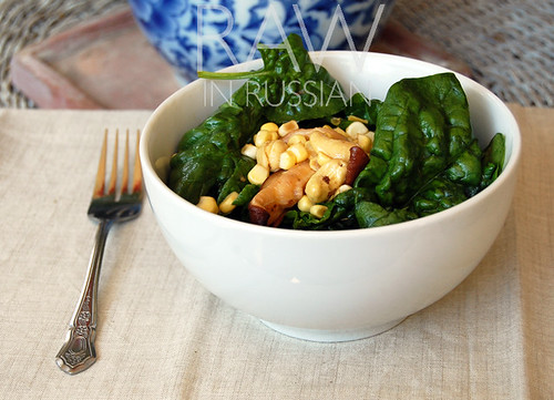 Spinach salad with corn and mushrooms