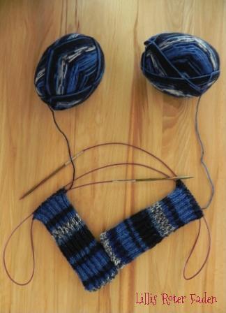 blaue Socken unfertig
