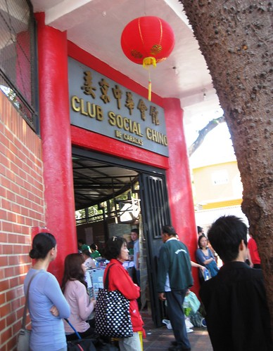 ENTRADA AL MERCADITO EN EL CLUB CHINO
