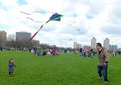 toy(0.0), individual sports(1.0), sports(1.0), windsports(1.0), kite(1.0),
