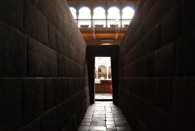 Muros incas de piedra en el Qorikancha de Cusco