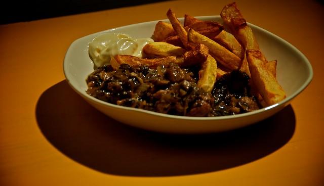 Stoofvlees (zonder vlees) met champignons een vegetarisch maaltijd