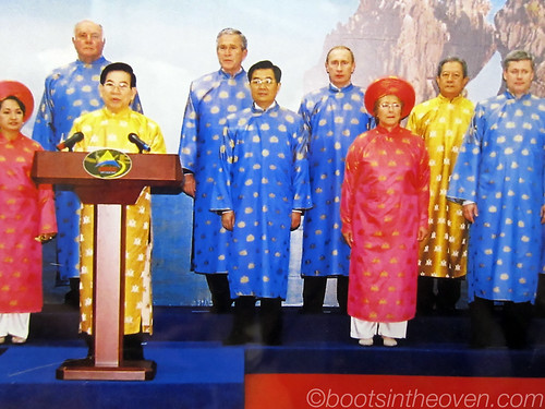 A bunch of uncomfortable heads of state (though Bushie looks surprisingly comfortable... or confused)