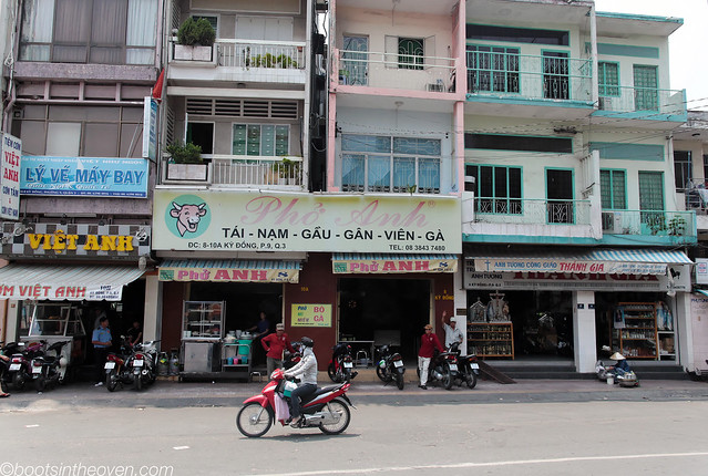 Phở Anh streetfront