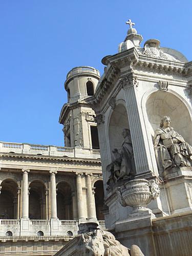 fontaine et église.jpg